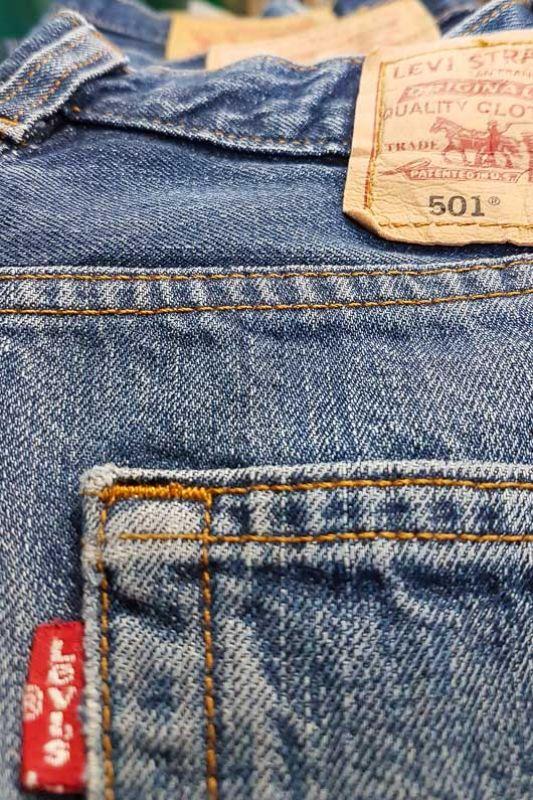 Jeans Vintage Levis 501 Original Azul Medio Cintura Media Alta Talla 30 Bichovintage Tienda Online De Ropa Vintage Y Retro